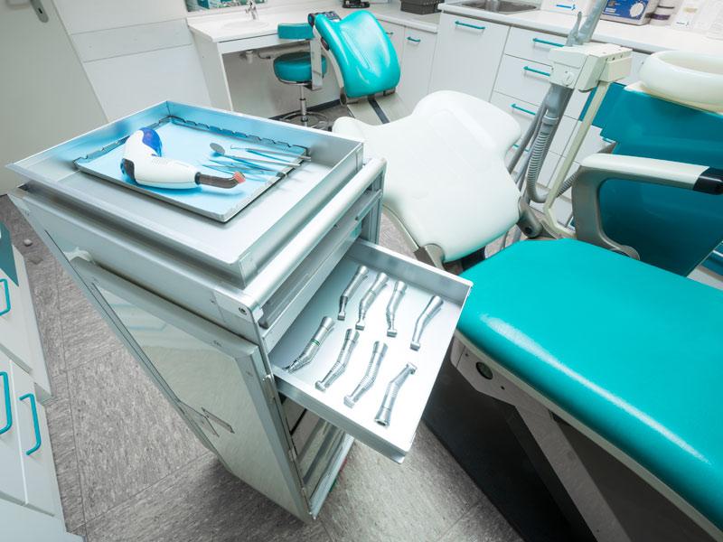 Trolley_beim_Zahnarzt